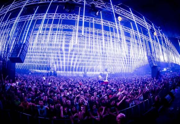 Pukkelpop Festival festooned with 3,300 LT-200 LED tubes